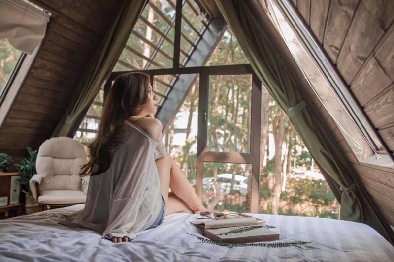 Ẩn mình dưới khu rừng thông bát ngát, The Peak được thiết kế vô cùng đặc biệt mang đến một không gian rất riêng