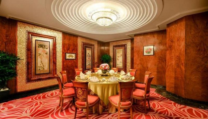 Không gian sang trọng của Nhà hàng Long Triều