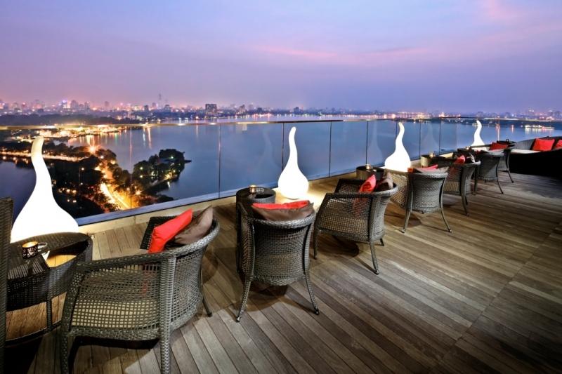The Summit Lounge còn là một trong những quán cafe sân thượng đẹp và đẳng cấp bậc nhất tại Hà Nội
