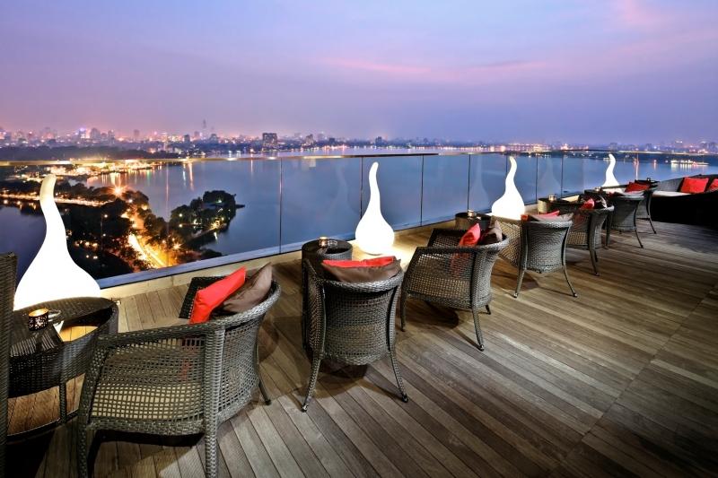 Không gian sang trọng của The Summit Lounge - Pan Pacific Hotel Hanoi