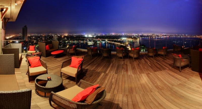 Không chỉ có khung cảnh đẹp, mà cách bày trí của The Summit Lounge - Pan Pacific Hotel Hanoi cũng rất đẹp và sang trọng