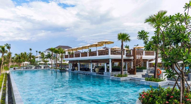 Một bể bơi riêng tại Premier Village Danang Resort