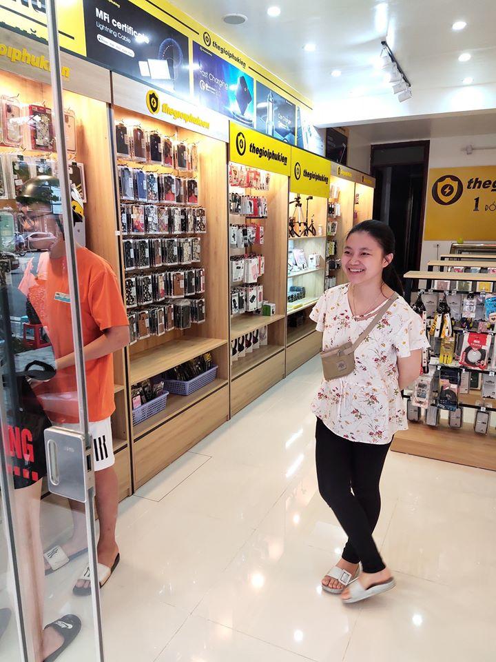 Không gian mua sắm tại một cửa hàng thegioiphukien.com