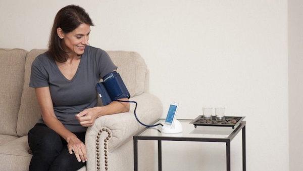 Thường xuyên theo dõi huyết áp tại nhà