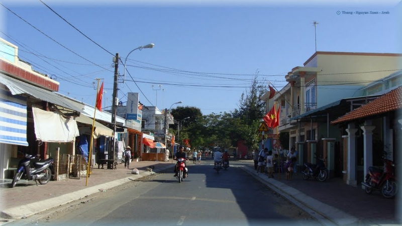Although it is a town, it is not too busy and noisy.
