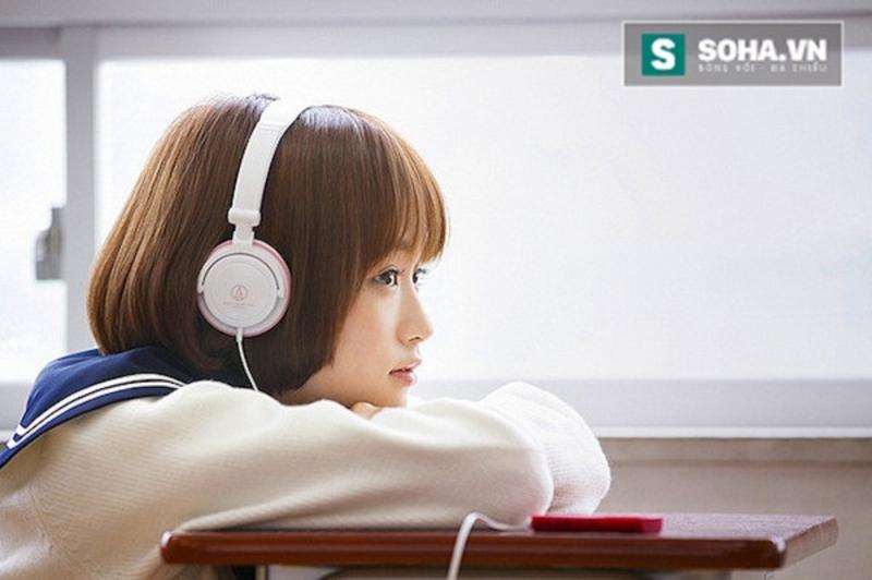 Đôi khi chỉ là ngồi nghe nhạc buồn và nhớ tới người ta cũng đủ rồi