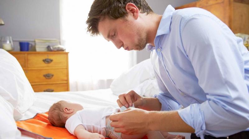 Để chồng chia sẻ công việc chăm con