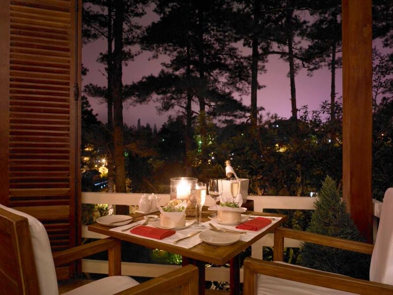 Bữa tối lãng mạn chỉ có hai người cùng nhau truyện trò là món quà ý nghĩa dành cho Thiên Bình (Nguồn: Sưu tầm)