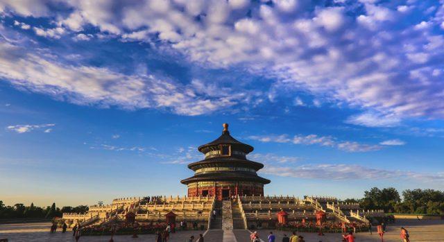 Thiên Đàn thu hút nhiều khách du lịch đến tham quan