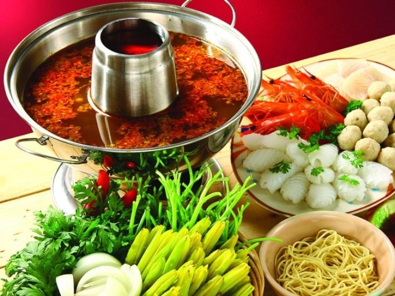 Lẩu Thái chua cay là thứ đồ ăn bạn không thể chối từ khi đến Bangkok