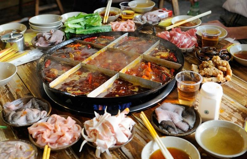 Thiên đường ẩm thực Thành Đô mang đến cho du khách món lẩu thập cẩm Tứ Xuyên độc đáo và hấp dẫn