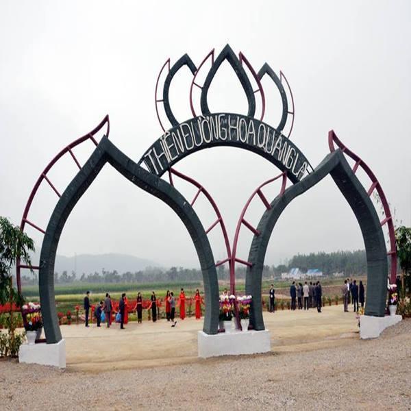 Cổng vào Thiên đường hoa Quảng La