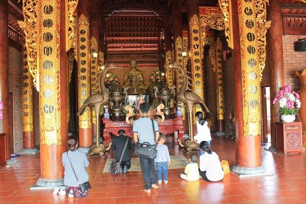 Tượng Phật Thích Ca bằng đồng mạ vàng, cao 2 mét, nặng 3,5 tấn.