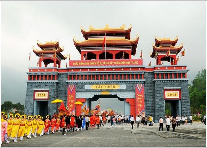Cổng vào chùa Tây Thiên