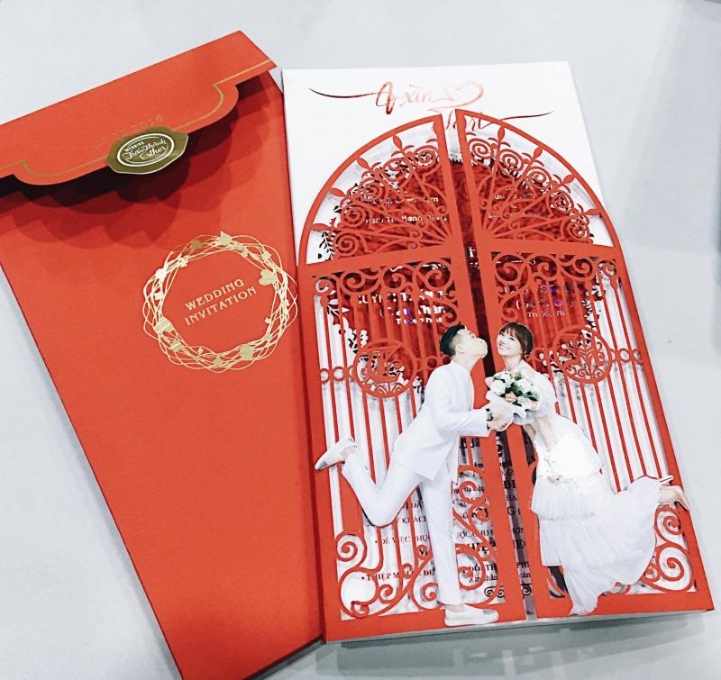 Mẫu thiệp cưới in ảnh được Trấn Thành và Hari Won lựa chọn