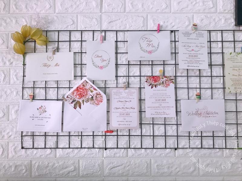 Với mỗi phong cách, Thiệp cưới July luôn đưa màu sắc cá nhân của bạn vào từng tấm thiệp.