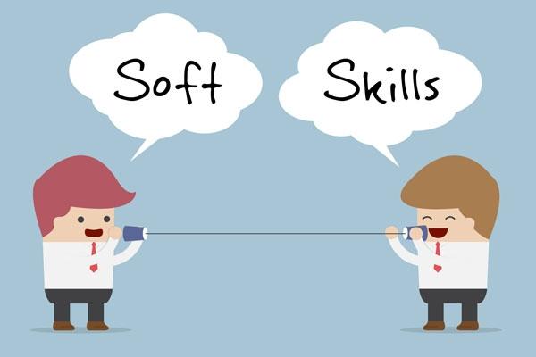 Không chỉ đòi hỏi về mặt trình độ mà những công ty thương mại hiện đại ngày nay còn chú ý rất nhiều vào kỹ năng mềm của các ứng viên. Một người nhân viên ù lì, không có khả năng thuyết trình, sáng tạo, giao tiếp thường sẽ bị đánh rớt ngay từ vòng tuyển dụng bởi không tạo được niềm tin cho chủ doanh nghiệp.