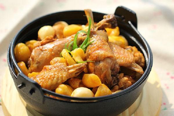 Thịt gà om hạt dẻ