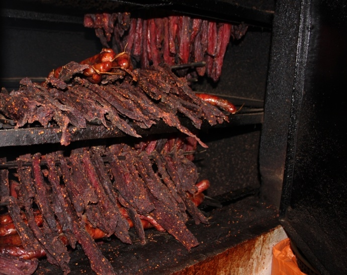 Thịt trâu, lợn gác bếp