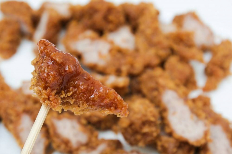 Nem chua rán ngon và rất hấp dẫn của quán ăn vặt Phương Mai