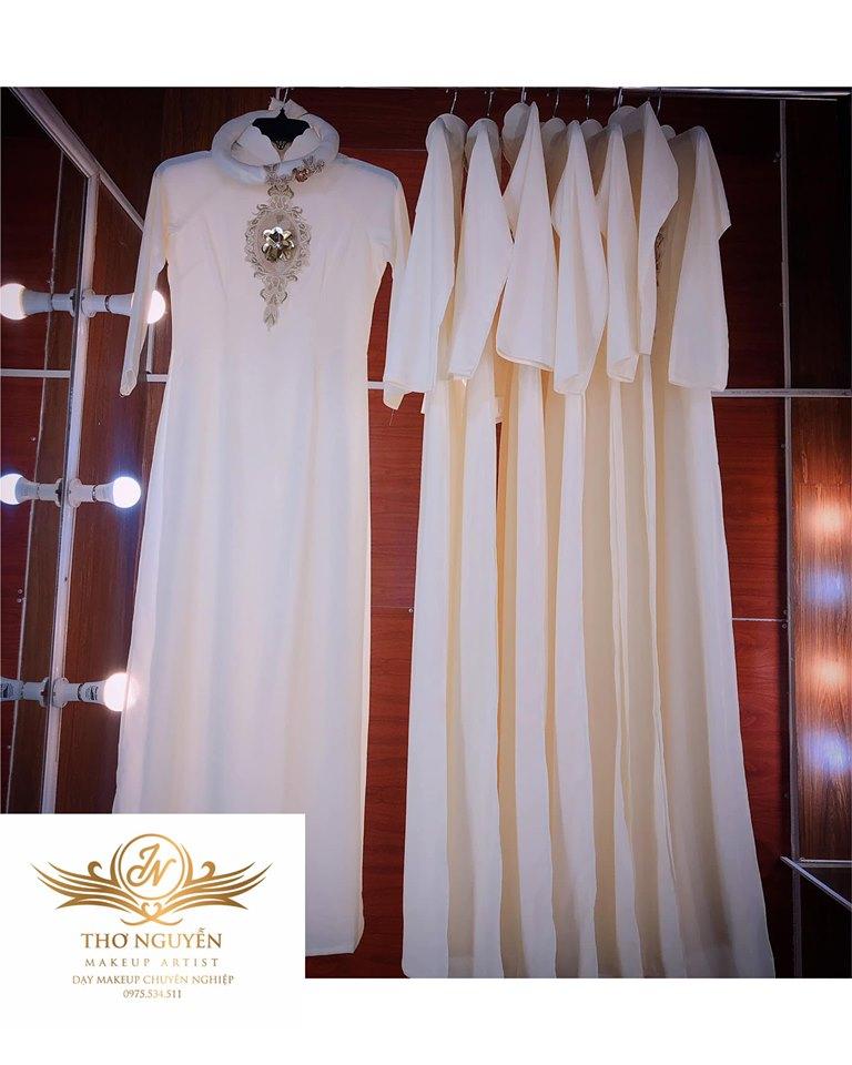 Trang phục áo dài cưới luôn gây được ấn tượng mạnh đối với người đối diện