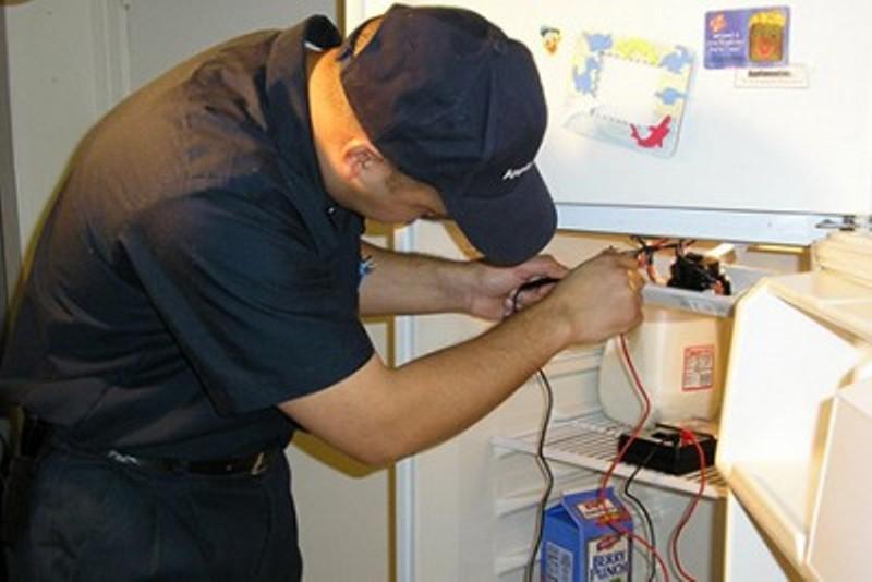 Trung tâm có đội ngũ kỹ sư có chuyên môn cao, được đào tạo bài bản nên có thể sửa tủ lạnh từ đời cũ đến đời mới.