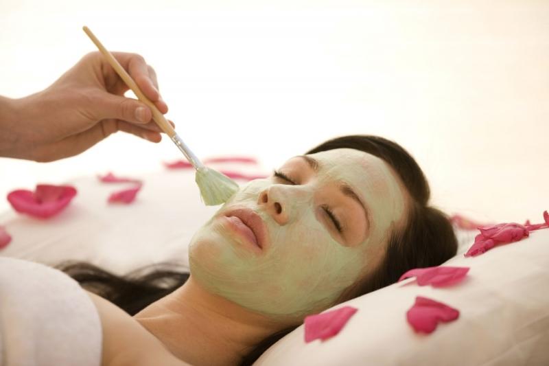 Để mặt nạ quá lâu trên da khiến làn da bị khô, mất ẩm