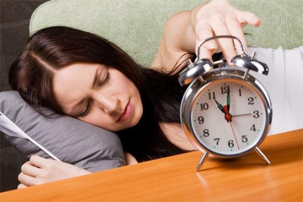 Thói quen đặt báo thức dậy quá muộn