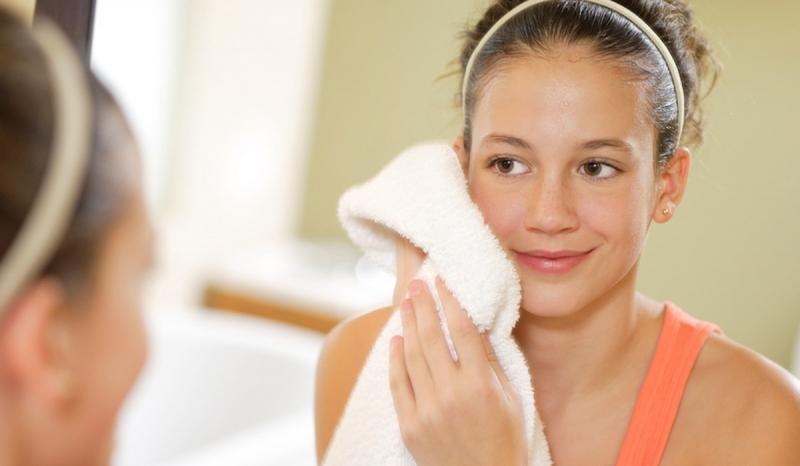 Hãy thường xuyên vệ sinh khăn mặt của bạn để tránh bị nổi mụn nhé