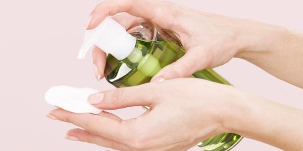 Sử dụng toner cung cấp độ ẩm cho da