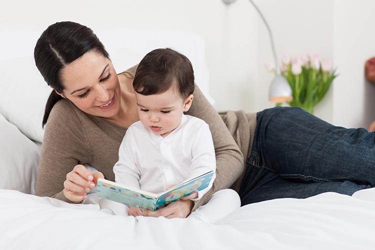 Dưới 8 tuổi là mốc thời gian trẻ phát triển ngôn ngữ cực nhanh. (Nguồn internet)