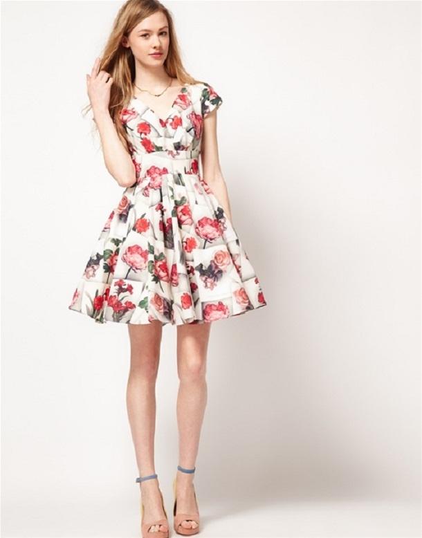 Những trang phục gắn liền với họa tiết hoa chưa bao giờ là lỗi mốt