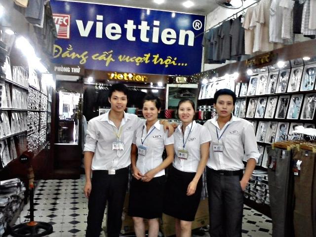 Đội ngũ nhân viên tại Việt Tiến 331 Nguyễn Văn Cừ