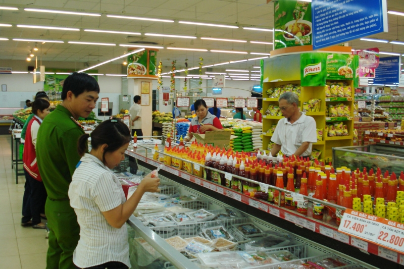 Thông báo cho cơ quan chức năng những cơ sở bán thực phẩm bẩn