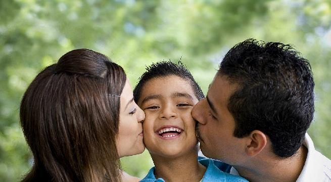 Hãy thể hiện rằng bạn luôn bên cạnh và chia sẻ niềm vui với người ấy.
