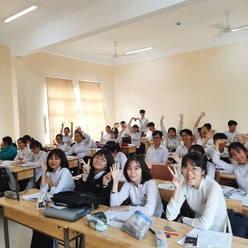 Là 1 trong 20 trường THPT trên địa bàn tỉnh có tỷ lệ đậu tốt nghiệp THPT đạt 100% trong năm học 2020 - 2021