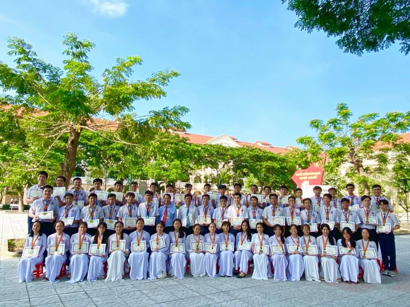 Sau 142 năm giữ gìn và phát huy truyền thống Dạy giỏi - Học giỏi, trường THPT Nguyễn Đình Chiểu đã đạt được các danh hiệu danh giá