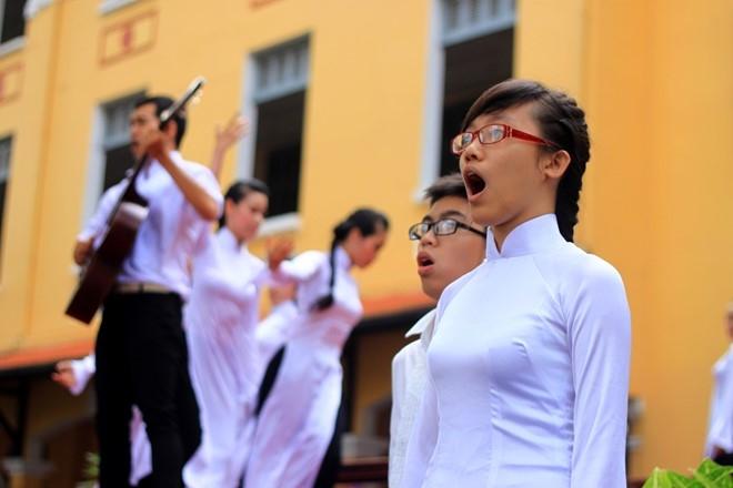 Nữ sinh buổi lễ 100 năm thành lập trường