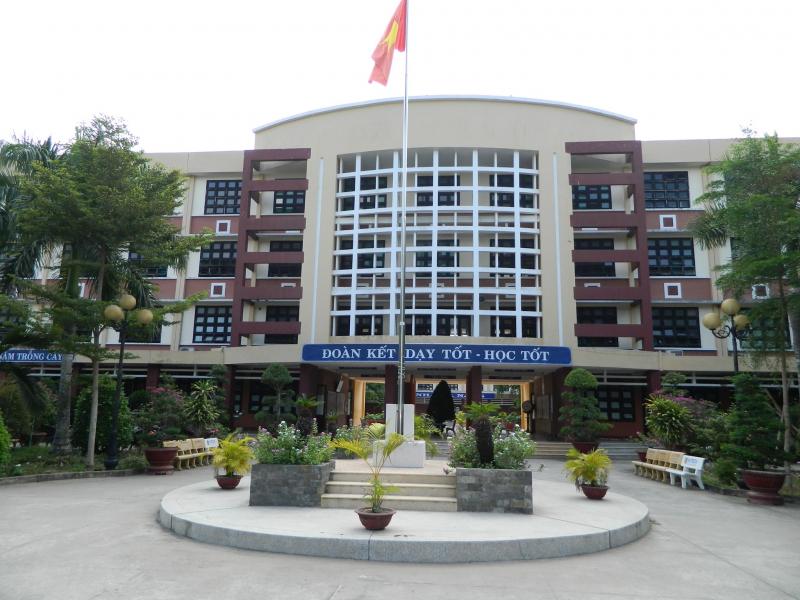 Trong năm học vừa qua, trường THPT Vĩnh Bình có tỉ lệ học sinh đậu tốt nghiệp THPT đạt 100%