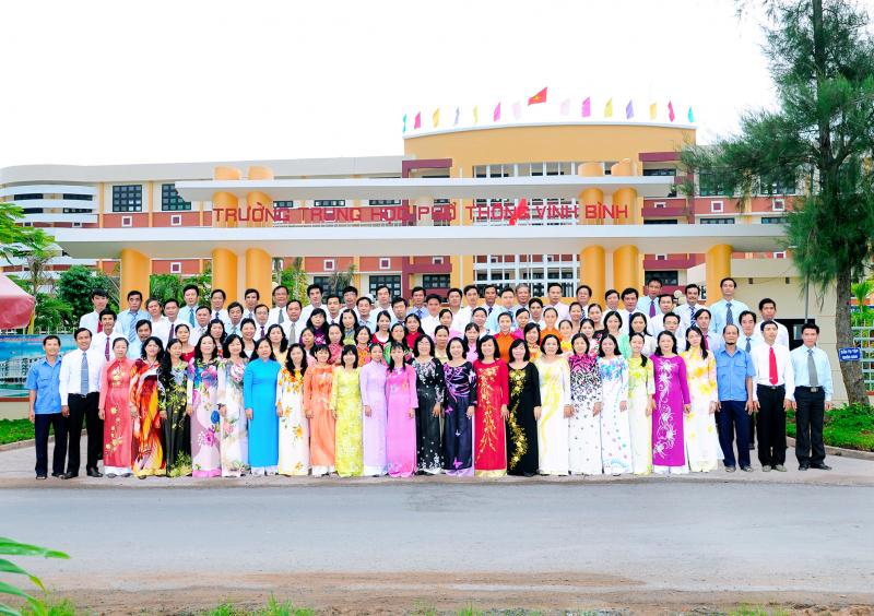 Trường THPT Vĩnh Bình là một trong những trường THPT thuộc top đầu của tỉnh Tiền Giang khi có chất lượng giáo dục ngày càng được nâng cao, cán bộ, công nhân viên, tập thể sư phạm nhà trường luôn đoàn kết, yêu nghề