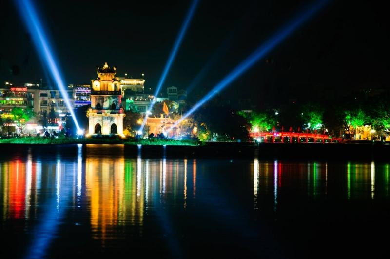 Khu vực xung quanh Hồ Gươm là nơi có nhiều hoạt động hấp dẫn nhất trong dịp Tết dương lịch