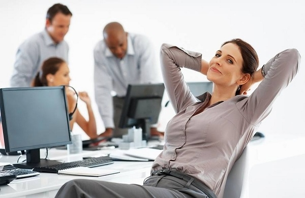Thư giãn trong khi làm việc cũng là một trong những tuyệt chiêu giúp bạn giảm stress hiệu quả!