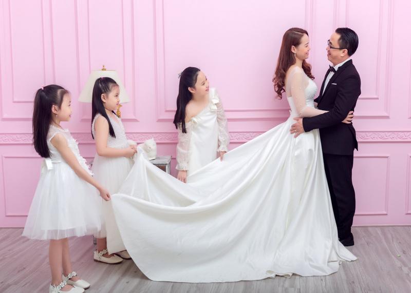 Lưu giữ khoảng khắc gia đình hạnh phúc tại Thu Giang Studio nhé.