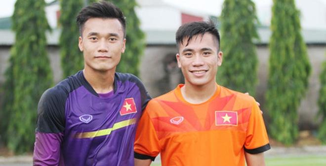 Thủ môn Bùi Tiến Dũng và em trai Bùi Tiễn Dụng trong màu áo U19 Việt Nam