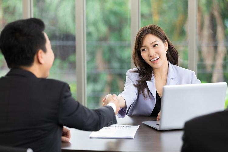 Thu nhập của công việc gần thời điểm này nhất mà bạn làm là bao nhiêu?