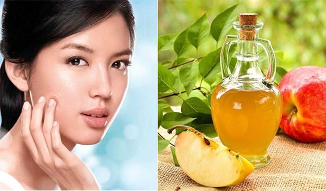 Tính acid có trong giấm táo sẽ có tác dụng giúp lỗ chân lông se lại