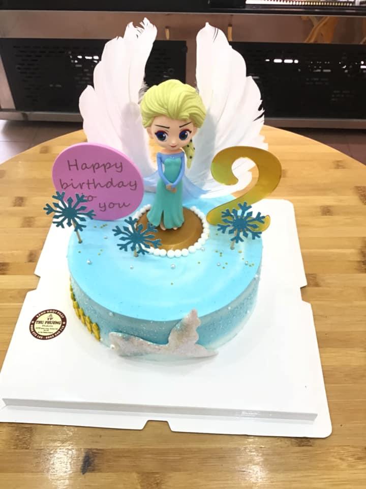 Công chúa Elsa kiêu sa trên chiếc bánh sinh nhật