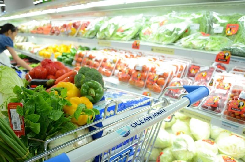 Đa số siêu thị sắp đặt các kệ hàng bên phải hướng đi khách hàng