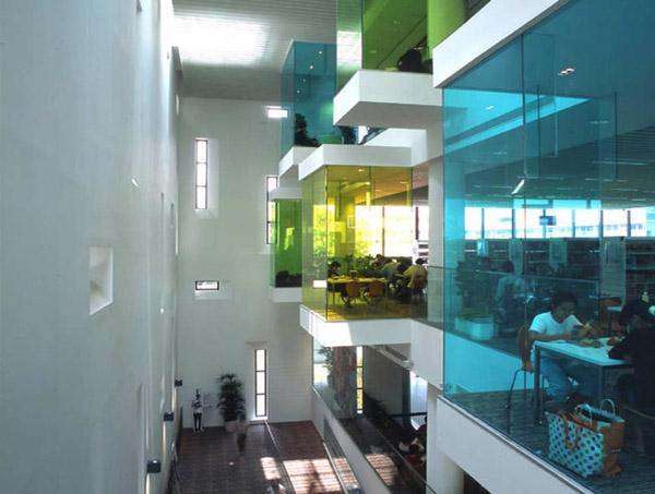 Không gian bên trong của thư viện Bishan Public.