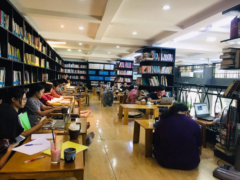 Đông Tây Sách - Café